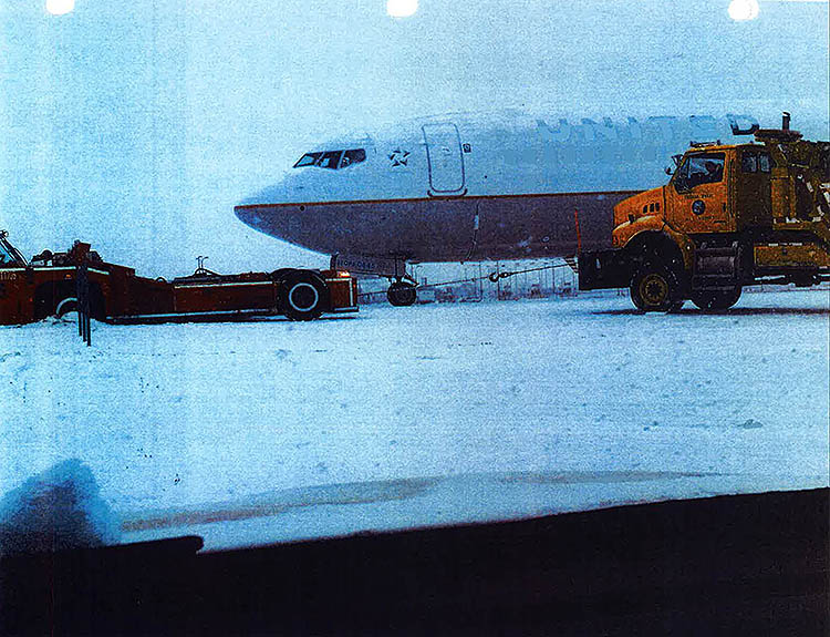 Photos of Flight 1977 overrun obtained from Chicago Department of Aviation.